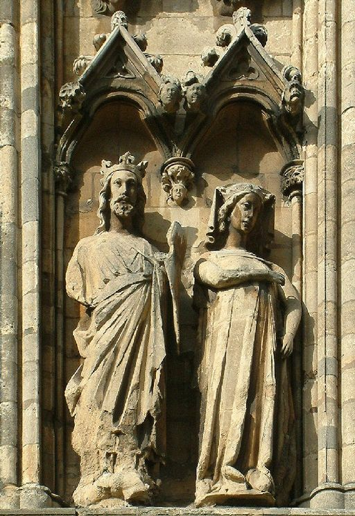 Statue of King Edward I and Queen Eleanor by Von Lincolnian