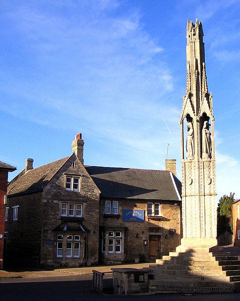 Star Inn and Eleanor Cross, Geddington
